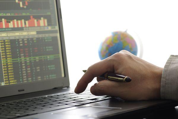 trader_computer_trading_Shutterstock