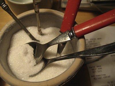 C'è un surplus di zucchero al mondo, ed è probabilmente andando a rimanere in quel modo
