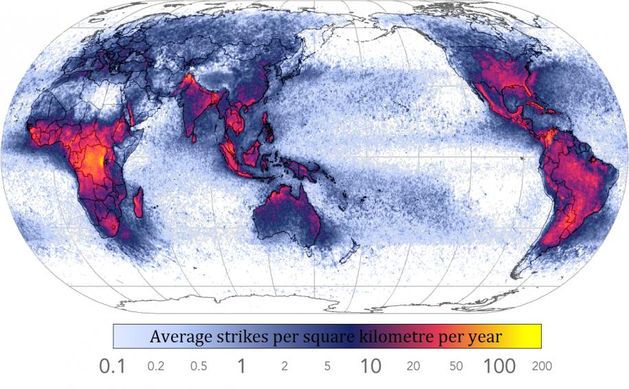 I fulmini: concentrati intorno all'equatore.