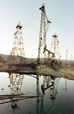 petrolio-pozzi.jpg