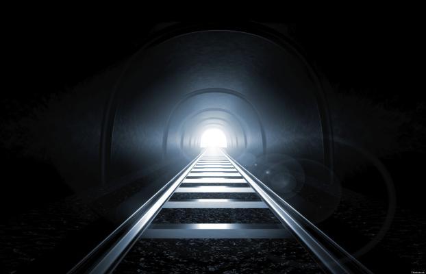 TUNNEL-luce-in fondo-treno
