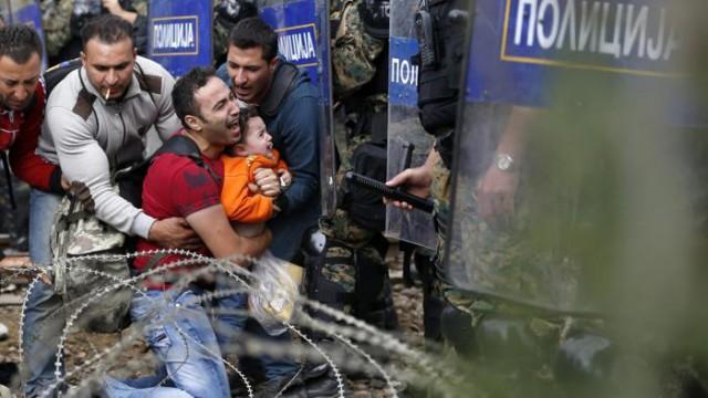 Storie di drammi ormai ordinari: al confine tra Grecia e Macedonia (LaStampa)