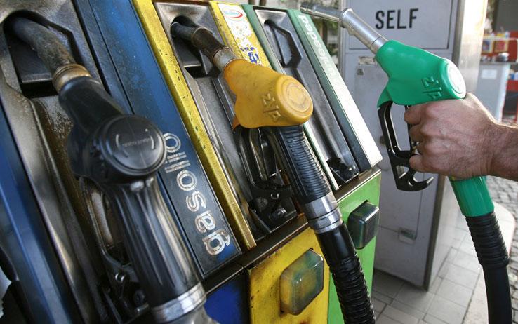 pompa-benzina-prezzo-gasolio-diesel